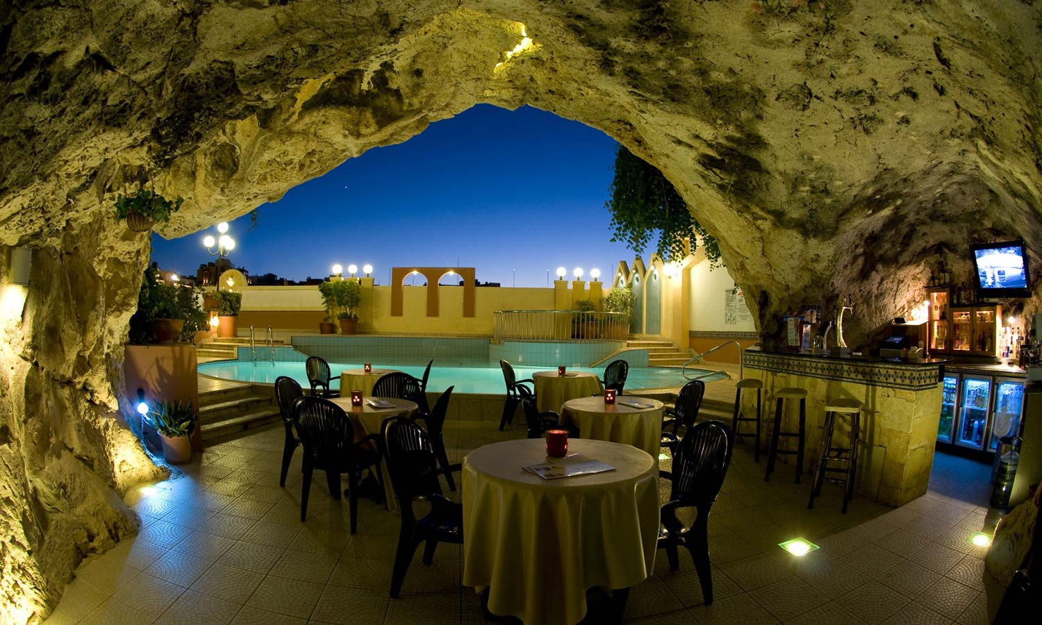 Spa-Industry-Cave-Bar-seasonal